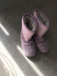 pair of purple UGG Bailey Button boots Los Angeles, 91335