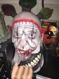 Twisty trick or treat studios deluxe mask new Millville, 08311