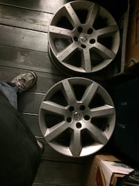Silver 7 spoke car rim Surrey, V3V 7X6