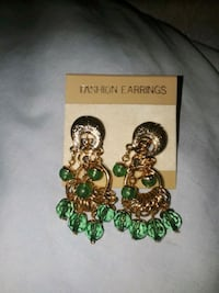 Earrings snap on Chicago, 60626