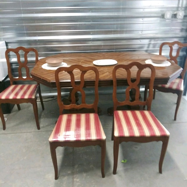 Used Beautiful Dinette Table And 4 Chairs For Sale In