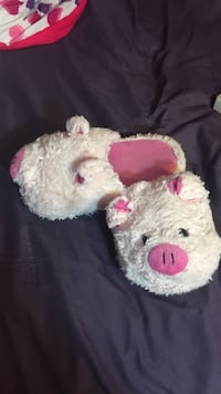 pair of pink-and-white pig home slippers Nether Providence, 19086