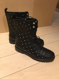 Pair of black leather round toe combat boots Toronto, M8Y 0A1