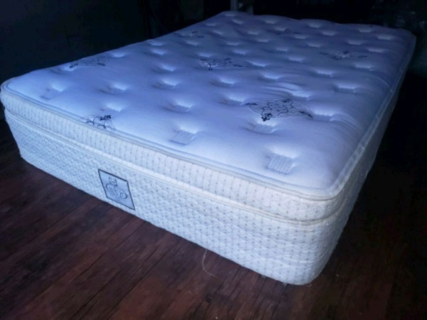 Europillowtop queen mattress. Extra thick. Delivery 30$  b28b14f8-d6a7-4b4d-8c44-b7571f8631d7