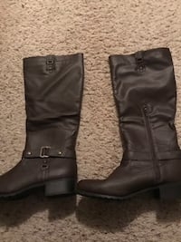 Pair of brown boots 9 1/2