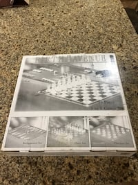 3 in 1 chess, backgammon, checkers 95 piece glass set Toronto, M6E 3X2