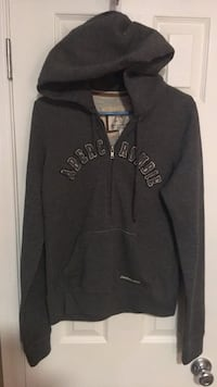 Hoodie Women's size large  warm  Harpers Ferry, 25425