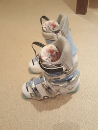 pair of Roxy ski boots 24.5