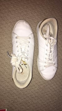 White running shoes can be used for cheer comp size 6