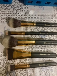 Bh cosmetics brushes