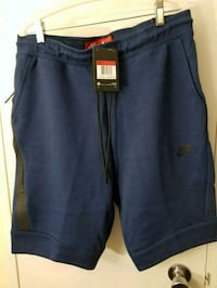 Nike Tech Fleece Shorts large  Mississauga, L5B 3K3