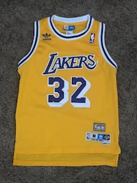 Adidas lakers magic jersey size youth medium  Los Angeles, 90034