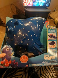 Mr. ray - finding dory toy Cambridge, N1S 3J7