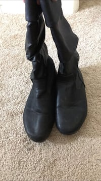 pair of black leather round toe knee-high boots Gilbert, 85297