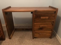 Brown wooden single pedestal desk Washington, 20020