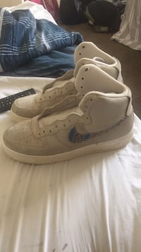 pair of white Nike Air Force 1 low shoes Washington, 20020