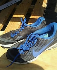 pair of black-and-blue Nike basketball shoes Merced, 95340
