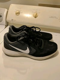 Black&white MENS NIKE Pooler, 31322