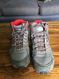 The North Face men's hiking boots size 10 2295 mi