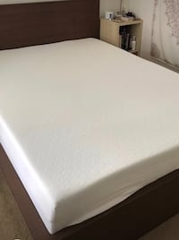 Queen Wood bed frame lightly used Los Angeles, 90068