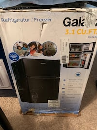 Galanz 3.1 Cu Ft Top Freezer/Bottom Refrigerator Charlotte, 28216