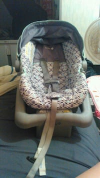 baby's gray and white car seat carrier Phenix City, 36867