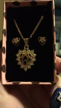 10 k gold plated earring and necklace set. (MOM) new never used!  552 km