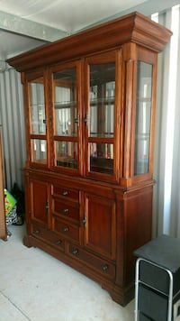 Dining room table and chairs an hutch Masontown, 15461