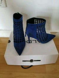 pair of blue Aldo suede mesh pointed toe stiletto  782 km