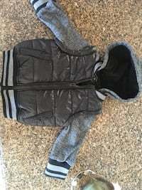 Urban republic zip up jacket with puffer vest attached size 2 t Chesterfield, 48051