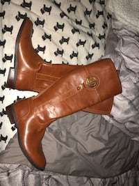 Pair of brown leather boots Live Oak, 78233