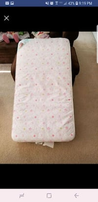 white and pink floral mattress Alexandria, 22304