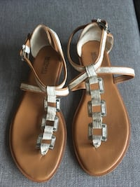 Michael Kors Women's Sandals Size 9 1/2 Burnaby, V5B 1Y4