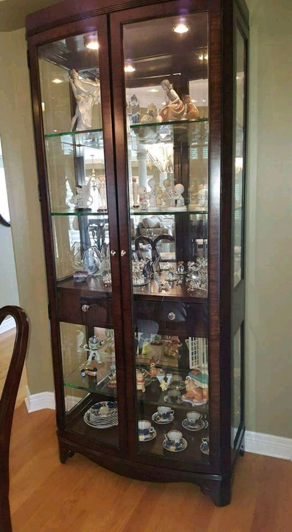 brown wooden framed glass display cabinet eff65908-bff8-471b-9ad8-8323eb731810