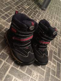 Boots super fit boy size 08 Winnipeg, R2C 1M9