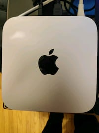 Mac Mini 2011 with Apple keyboard and mouse