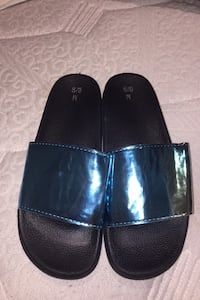 hollagraphic slippers Laval, H7N 4E1