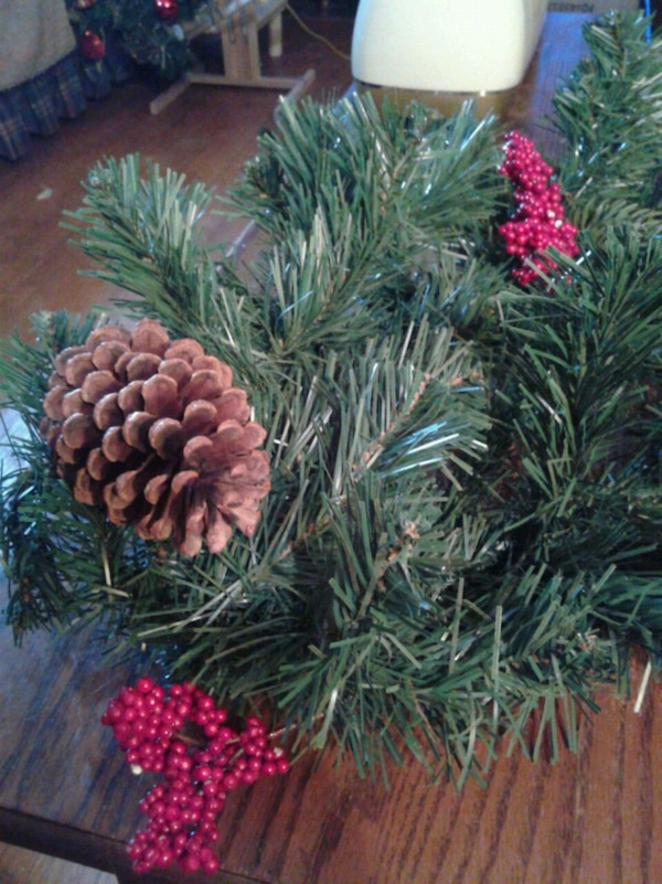 Pinecone & Berry Christmas Garland