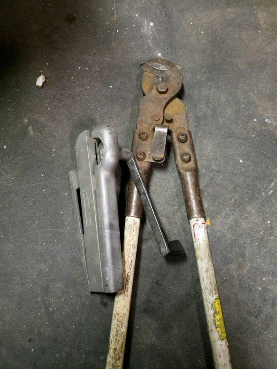 Photo Bx cutter and greenlee cable cutter