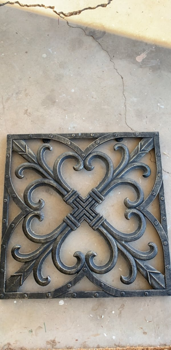 iron wall decor 7e88de42-bfb2-4fbf-91af-231fb44f64ef