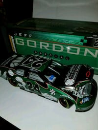 Brand New 1:24 scale Jeff Gordon Collectables