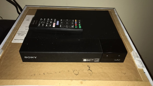 sony blue ray/dvd player/ and smart tv apps with remote