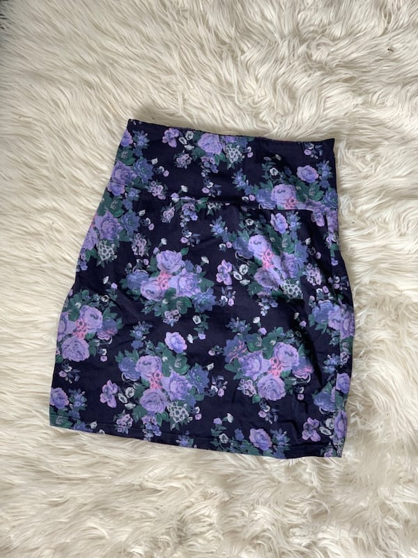 Aritzia skirt Talula small 6f53a6a1-be44-48c9-997c-26f9fbb03205