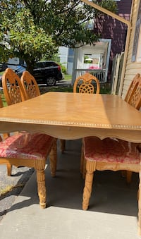 Wooden table missing one chair but price is negotiable  Arlington, 22204