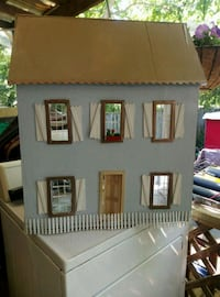 wooden  miniature doll house  Montgomery, 36107