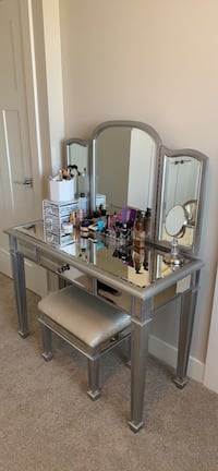 vanity table mirror and stool Surrey, V4N