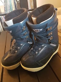 pair of blue-and-black snowboard shoes Montréal, H8N 1B2