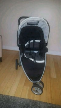 baby's black and gray jogging stroller 30 km