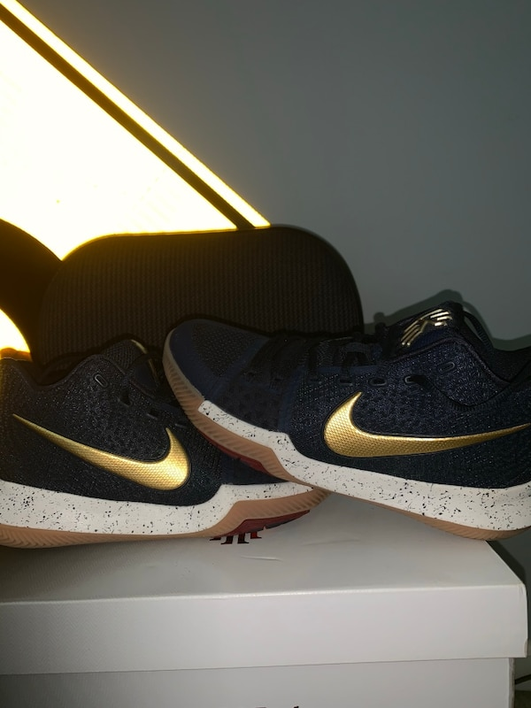 check out 0b088 67403 Kyrie 3 navy/gold (worn once)