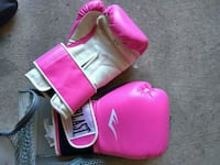pair of pink Everlast boxing gloves Vaughan, L6A 1S2